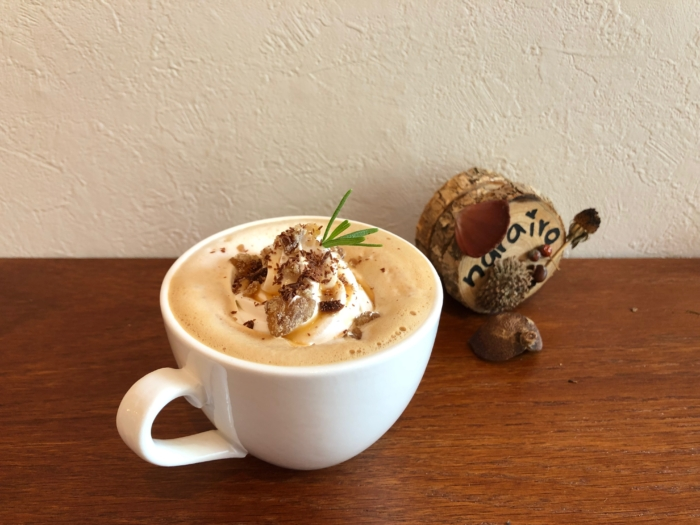narairoカフェのホットマロンショコララテ
