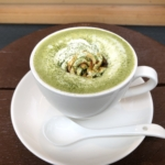 narairoカフェの抹茶ラテ