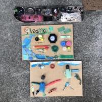 海のプラスチックごみアート